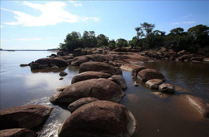 Fotografía del rio Guaviare a la altura de la Coco Viejo en Puerto Inirida, departamento de Guaviare
