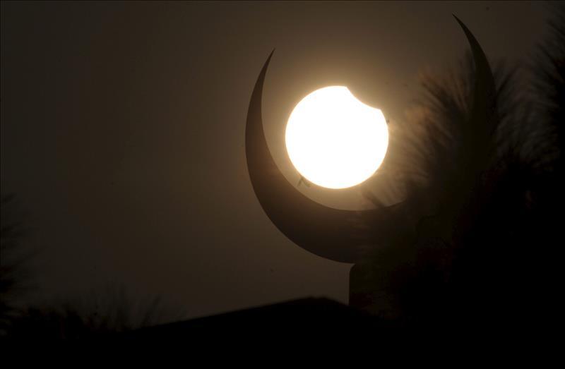 El eclipse del domingo será raro, corto y casi invisible