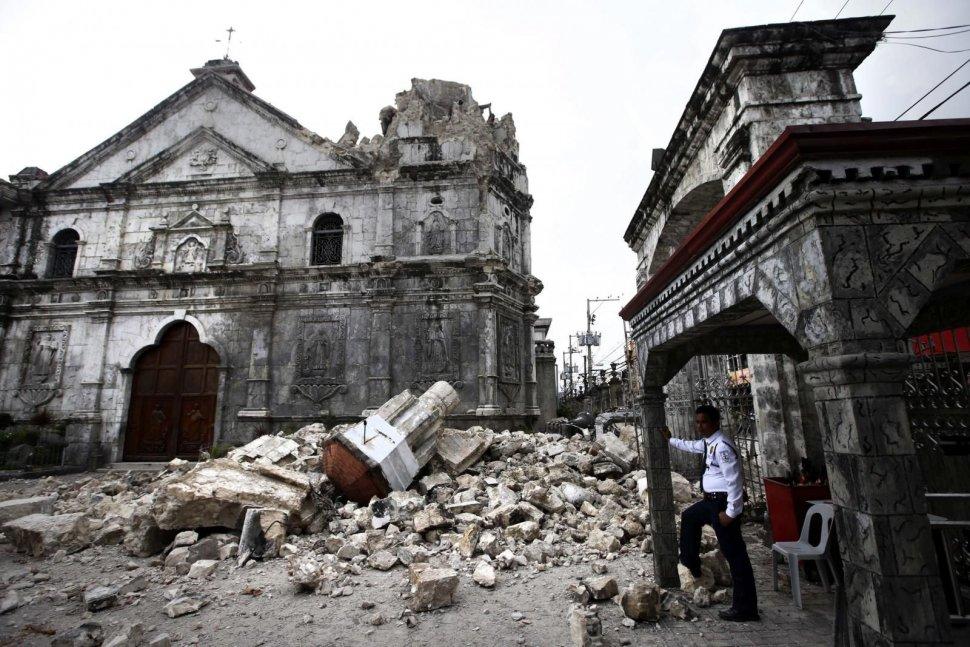 Al menos 73 personas murieron en el sismo de magnitud 7,1 que sacudió este martes por la mañana el centro de Filipinas