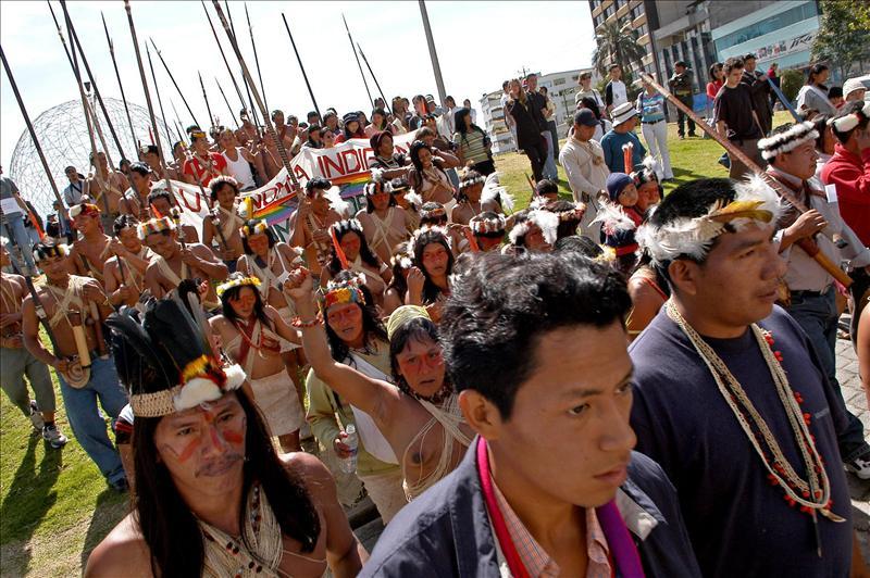 Indígenas Huaoranis de la Amazonía ecuatoriana durante una marcha en Quito (Ecuador) para evitar la destrucción del Parque Nacional Yasuní, una de las reservas naturales más importantes de Sudamérica. EFE/Archivo