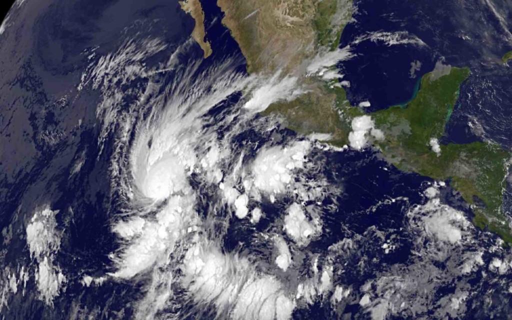Huracán Amanda visto desde el satélite GOES13 de la NASA