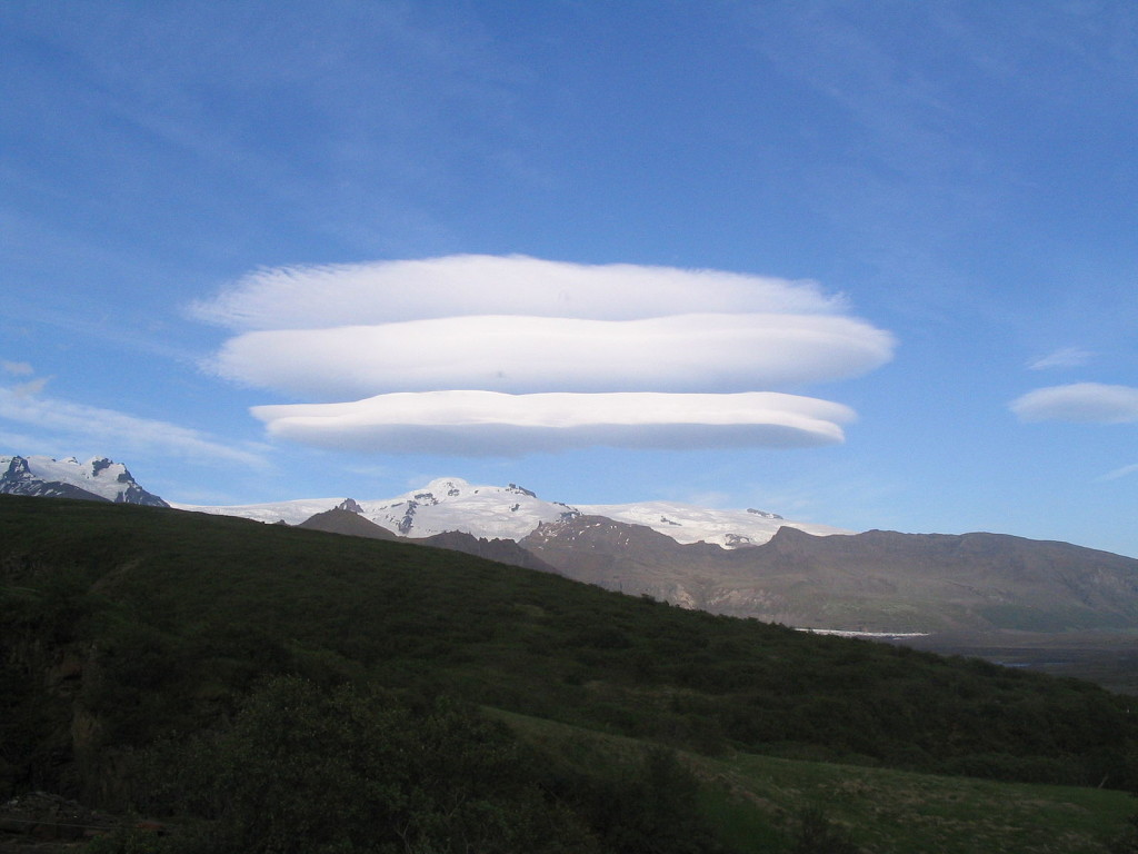 Nube lenticular en Iceland.