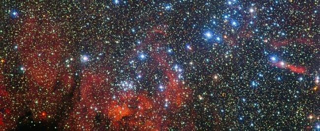 En esta colorida nueva imagen obtenida por el telescopio MPG/ESO de 2,2 metros en el Observatorio La Silla de ESO, en Chile, se ve el cúmulo estelar NGC 3590. ESO/G. Beccari