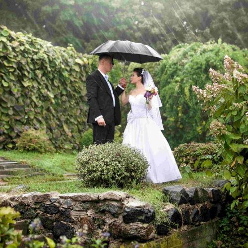 boda bajo lluvia